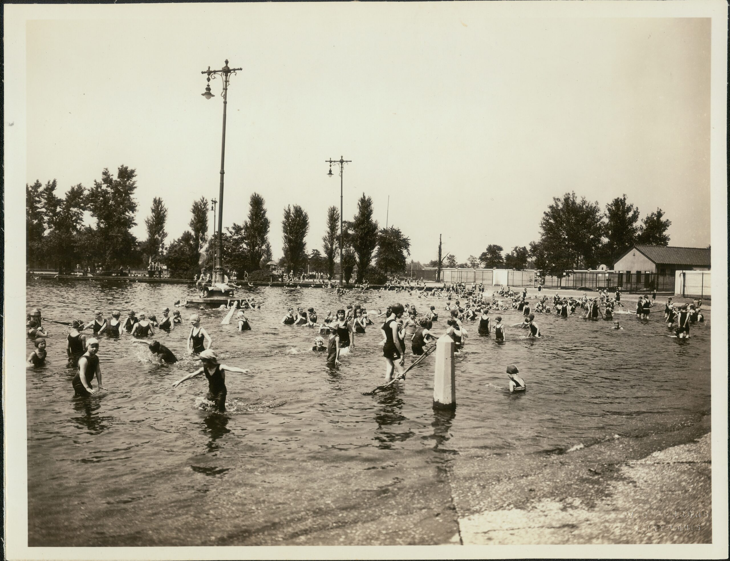 Fairground Park Pool from Wikipedia